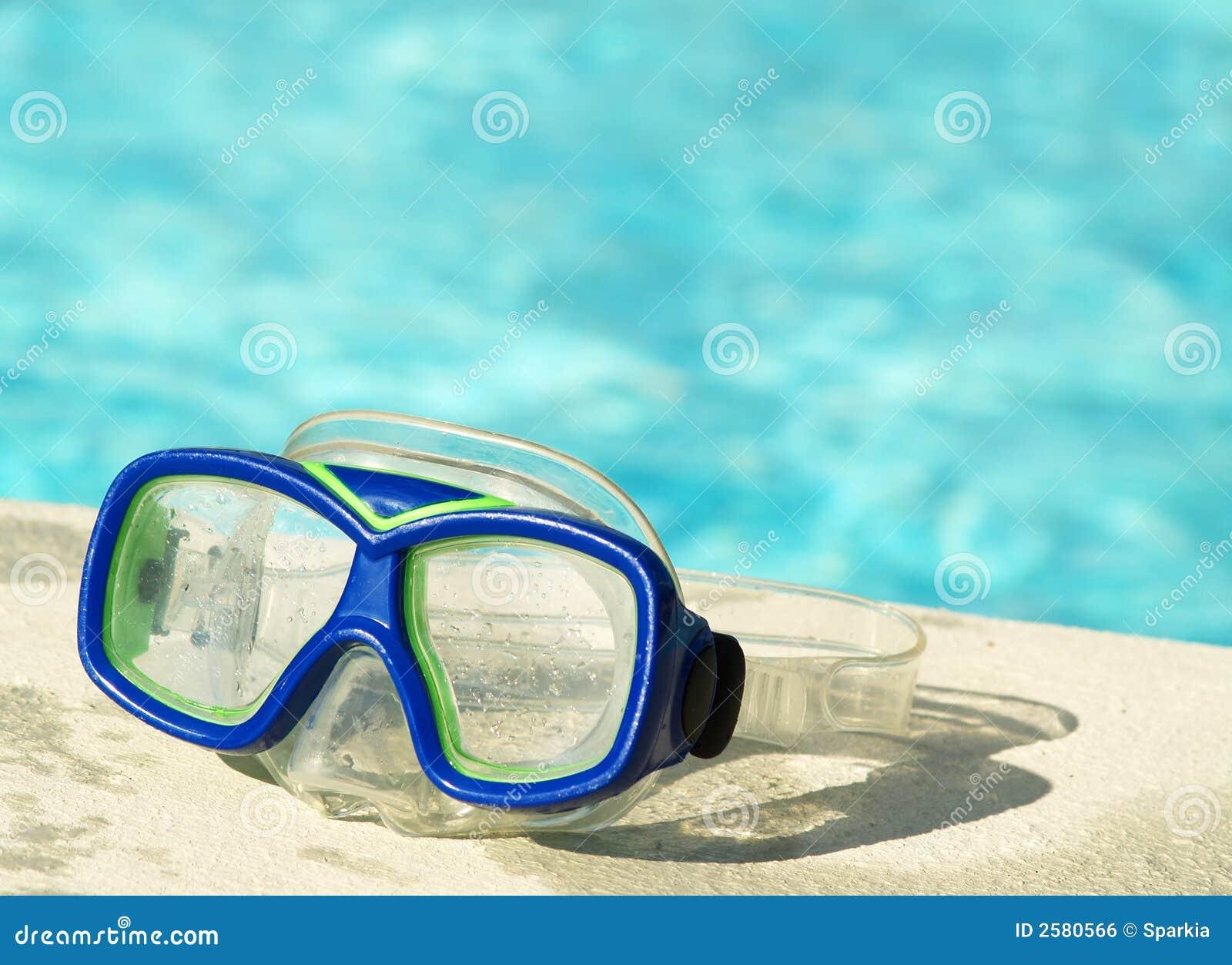Máscara de la nadada por la piscina
