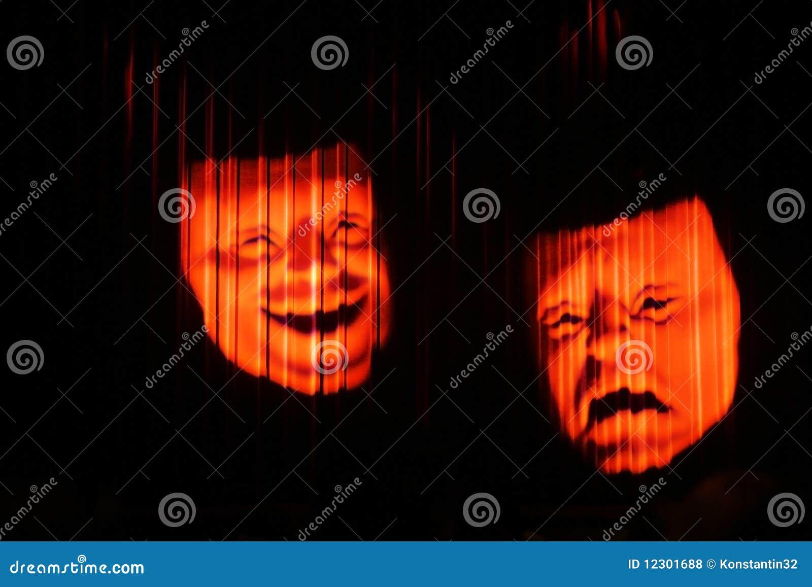 Máscara de teatro clásica dos de la tragedia y de la comedia