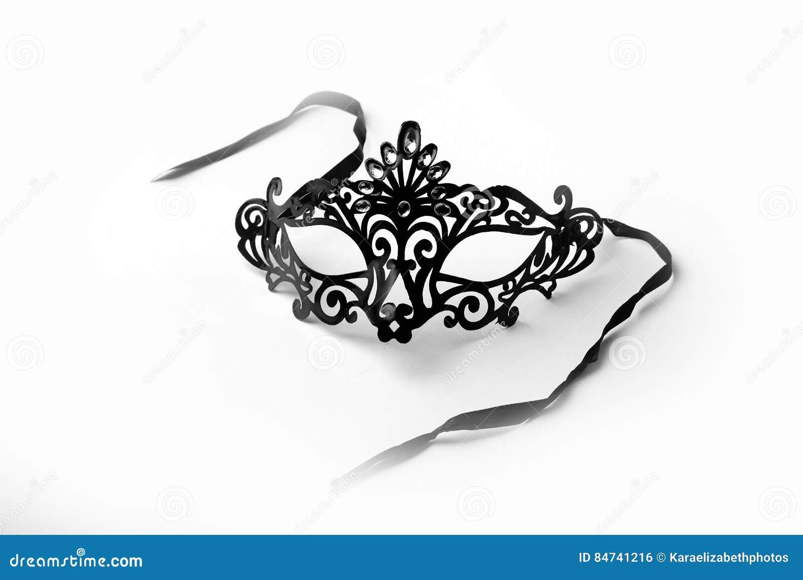 Máscara ornamentado preta do disfarce no fundo branco