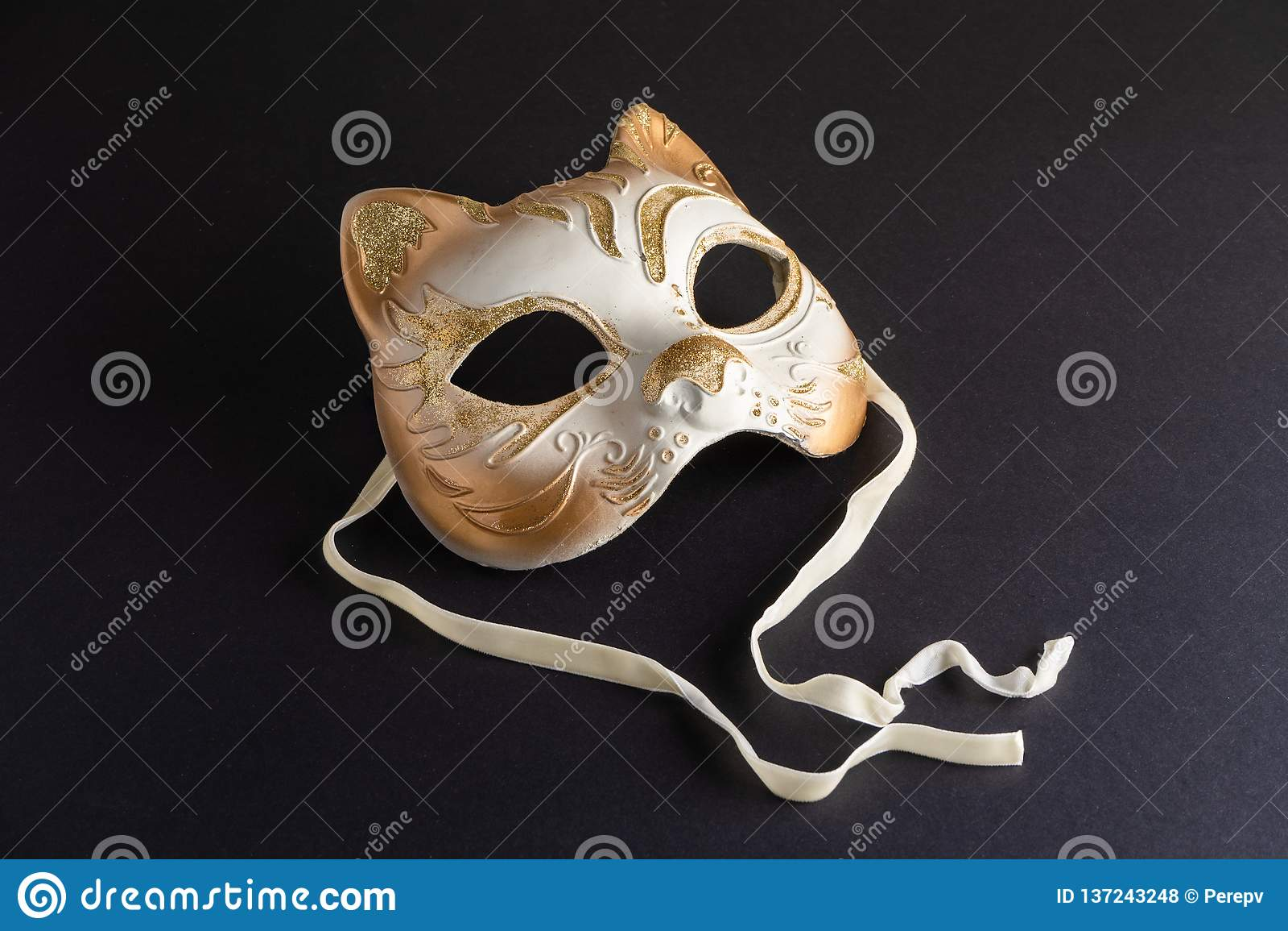 Máscara Venetian na forma de um gato para o carnaval