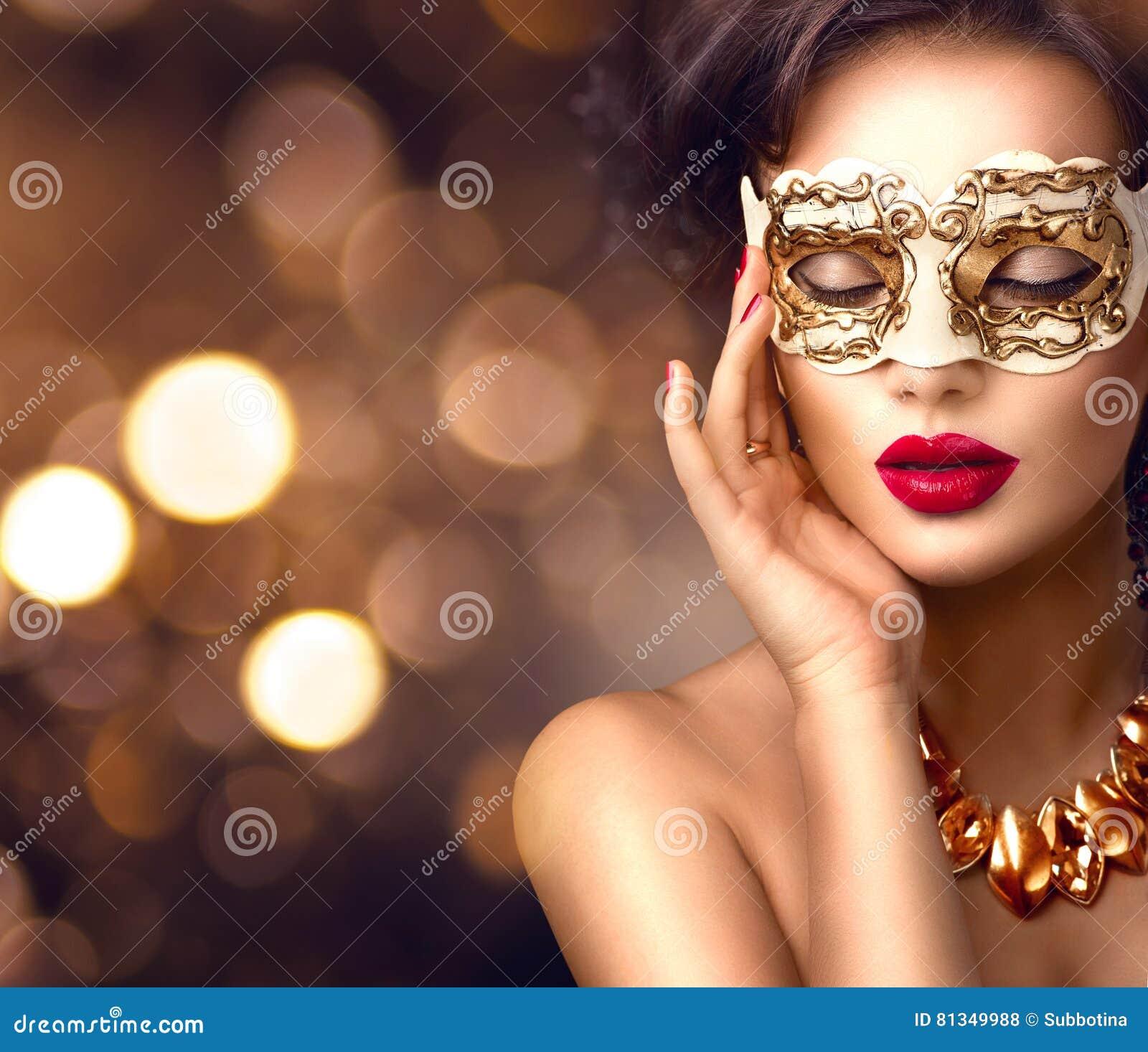 Máscara venetian vestindo do carnaval do disfarce da mulher modelo da beleza no partido