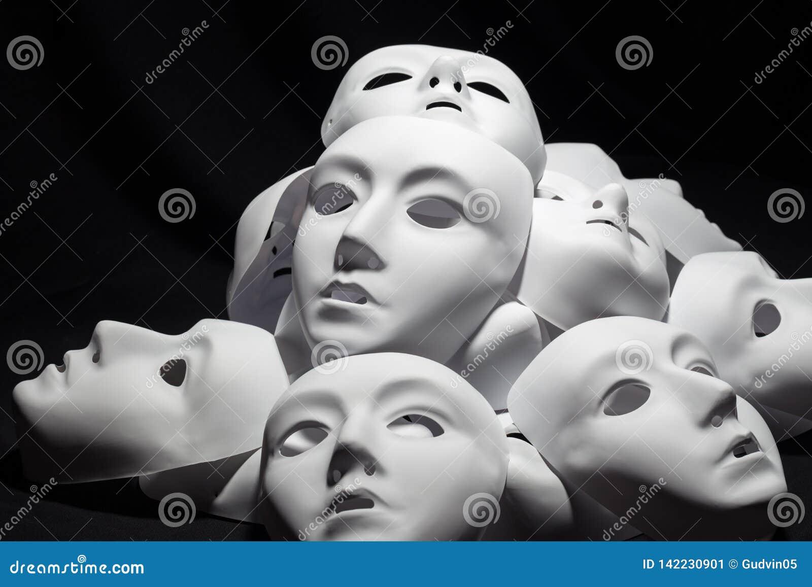 Máscaras blancas del teatro