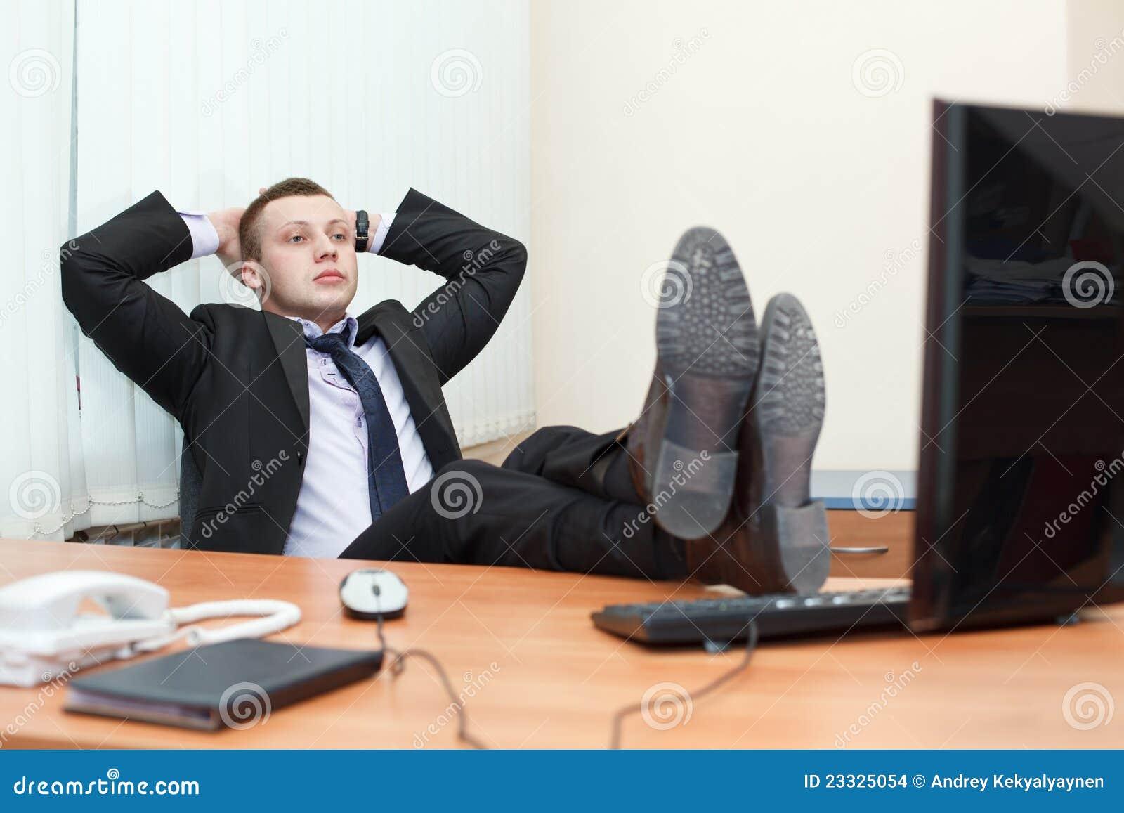 Images pieds sur le bureau téléchargez photos libres de droits