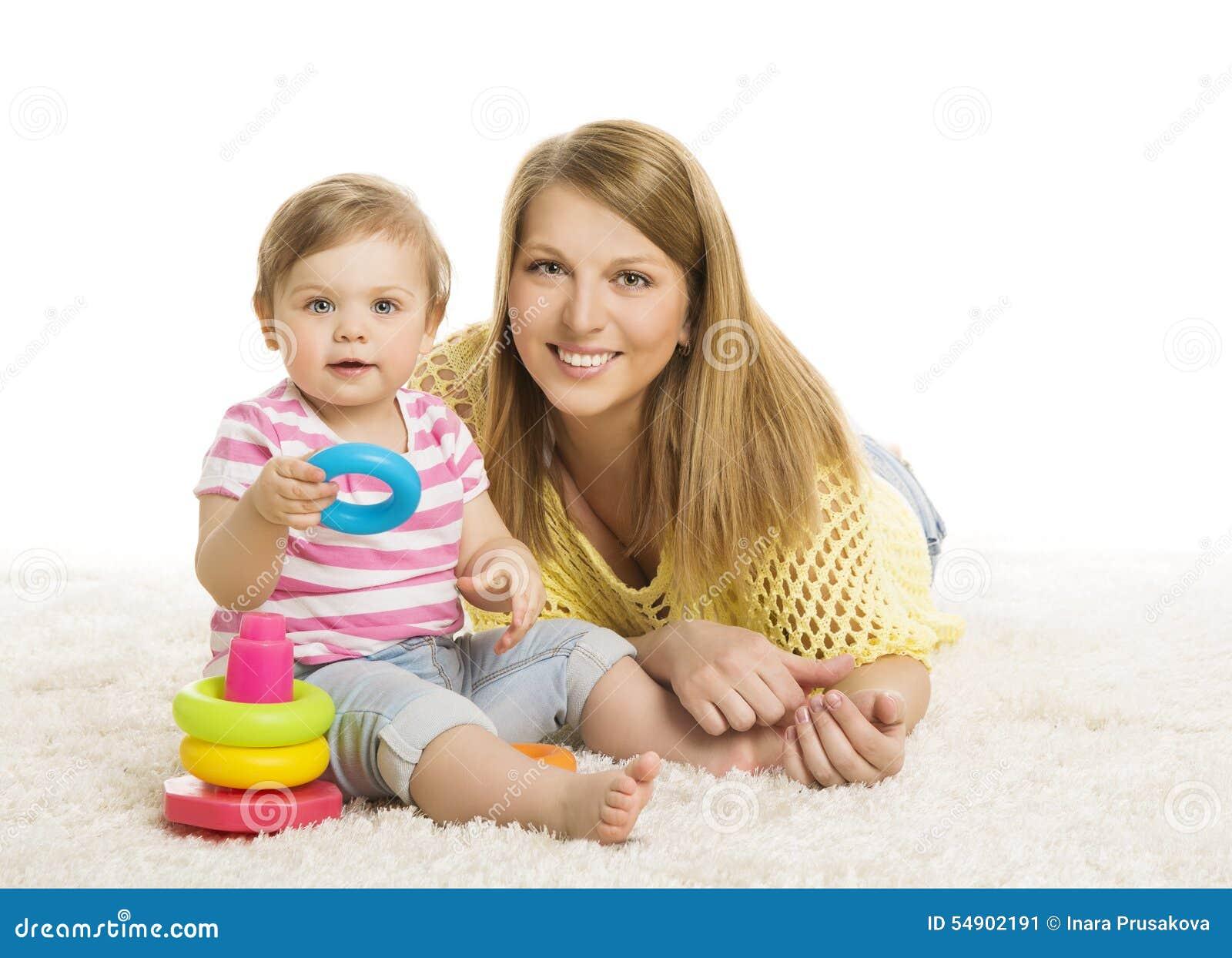 Mãe do bebê, criança que jogam o brinquedo dos blocos, família nova e criança