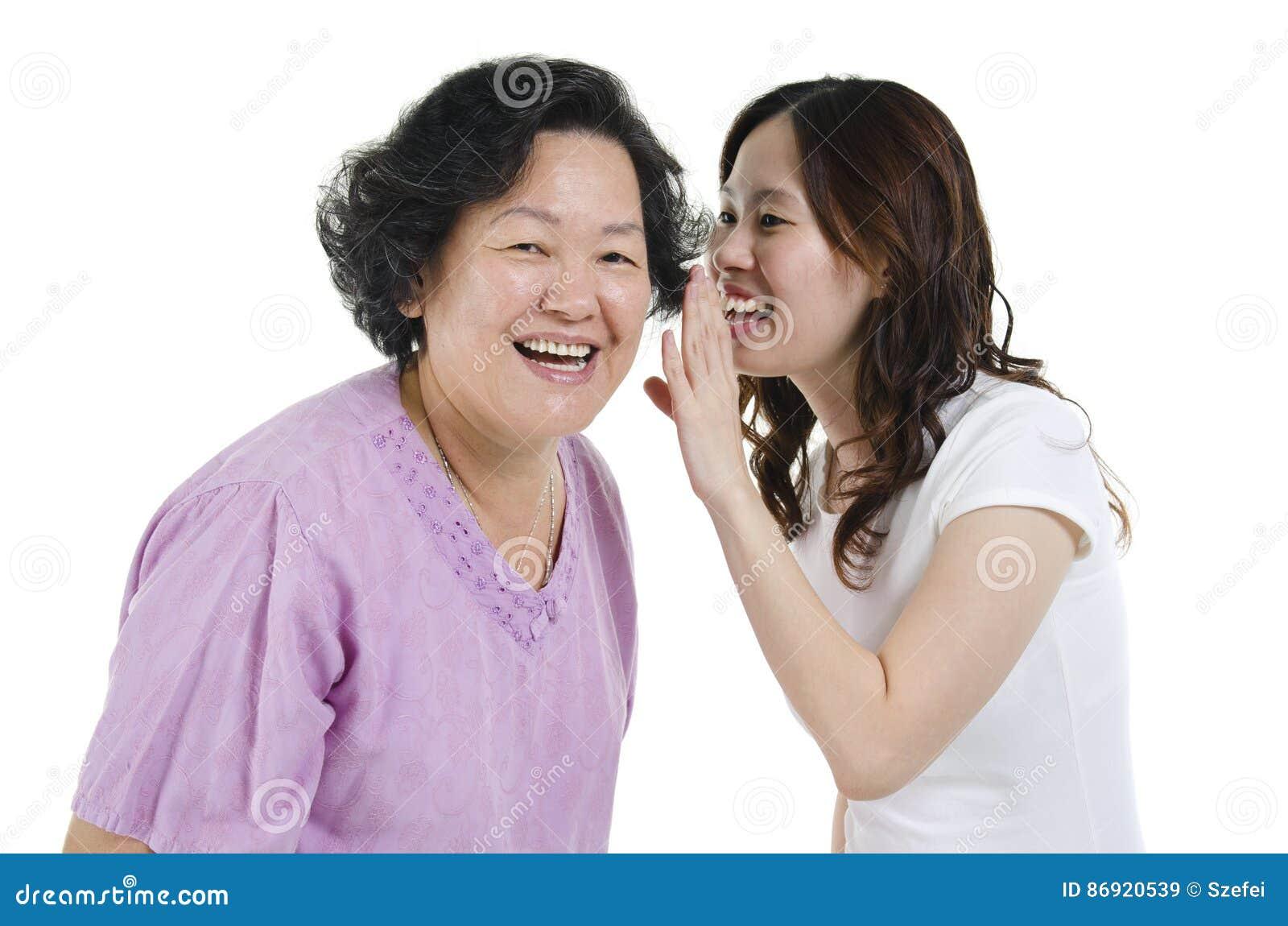 Mãe e filha que compartilham do segredo