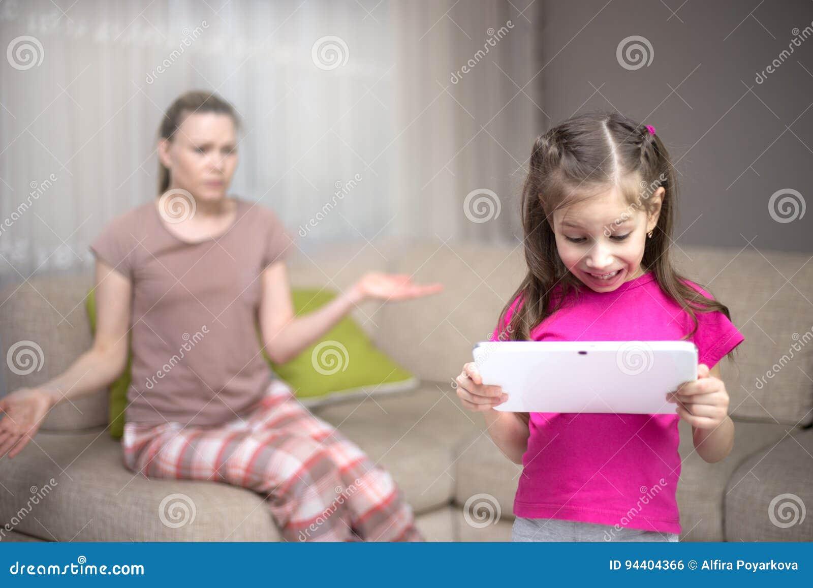Mãe que frustra aquela sua filha que joga jogos de vídeo