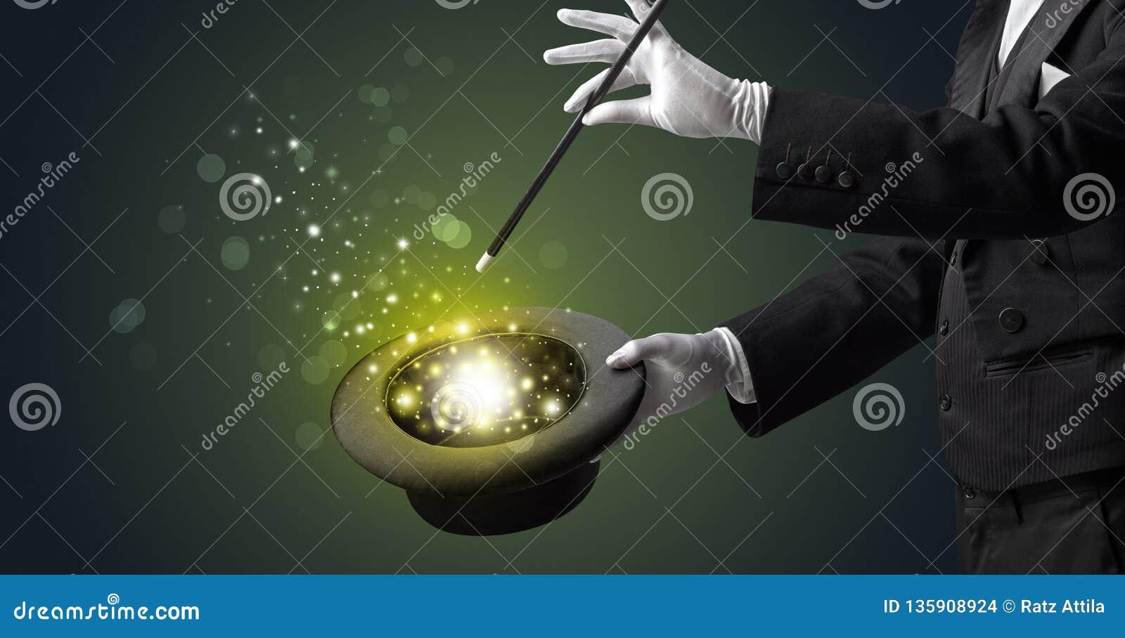 Mão branca no meio da conjuração