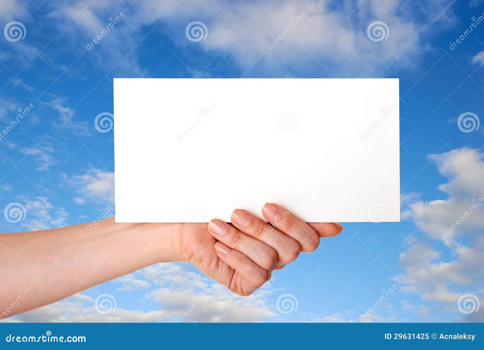 Mão com envelope