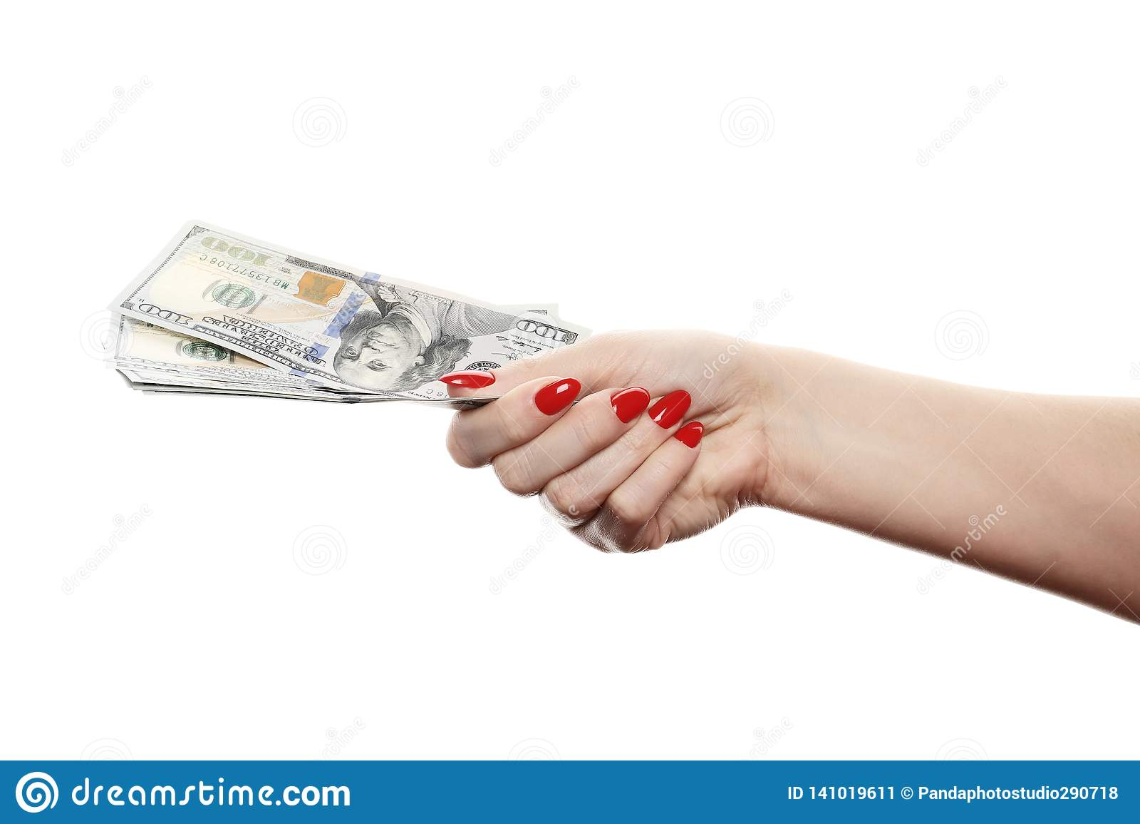 Mão com o dinheiro isolado em um fundo branco