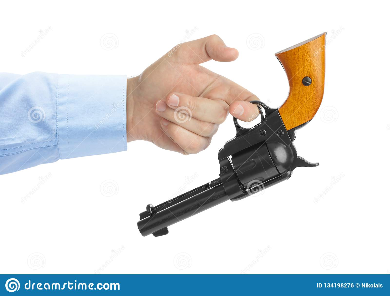 Mão com revólver