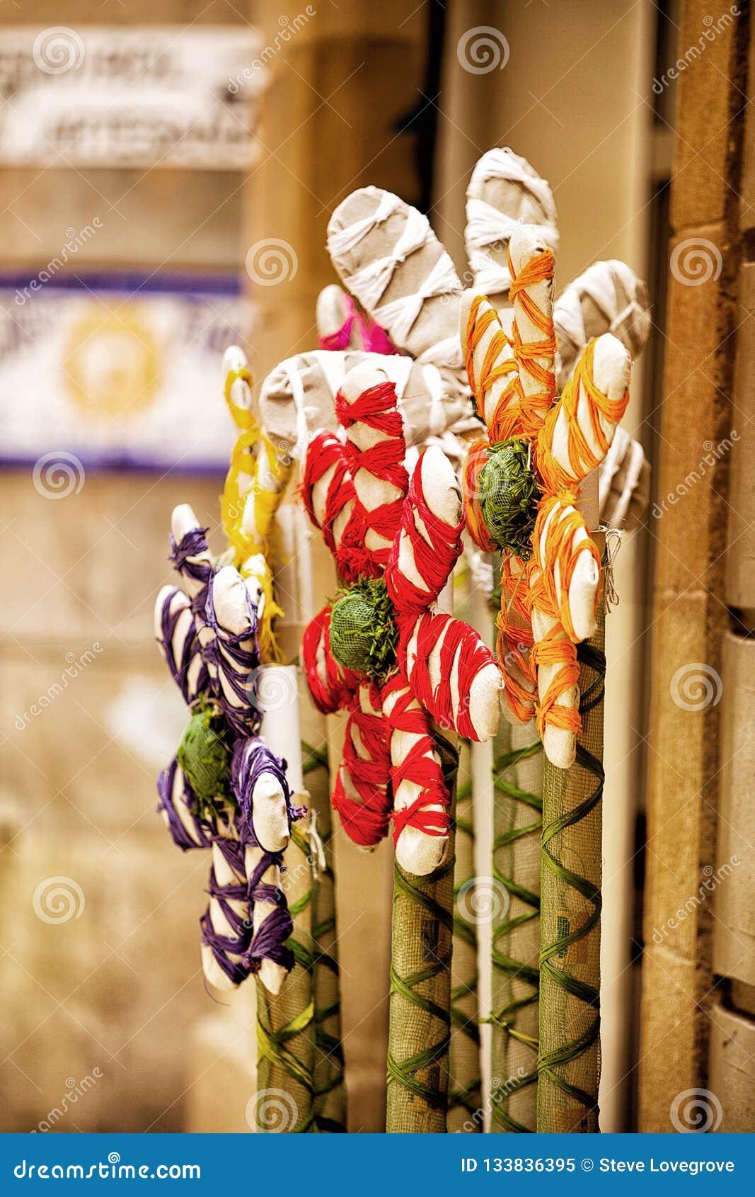 A mão crafted flores coloridas
