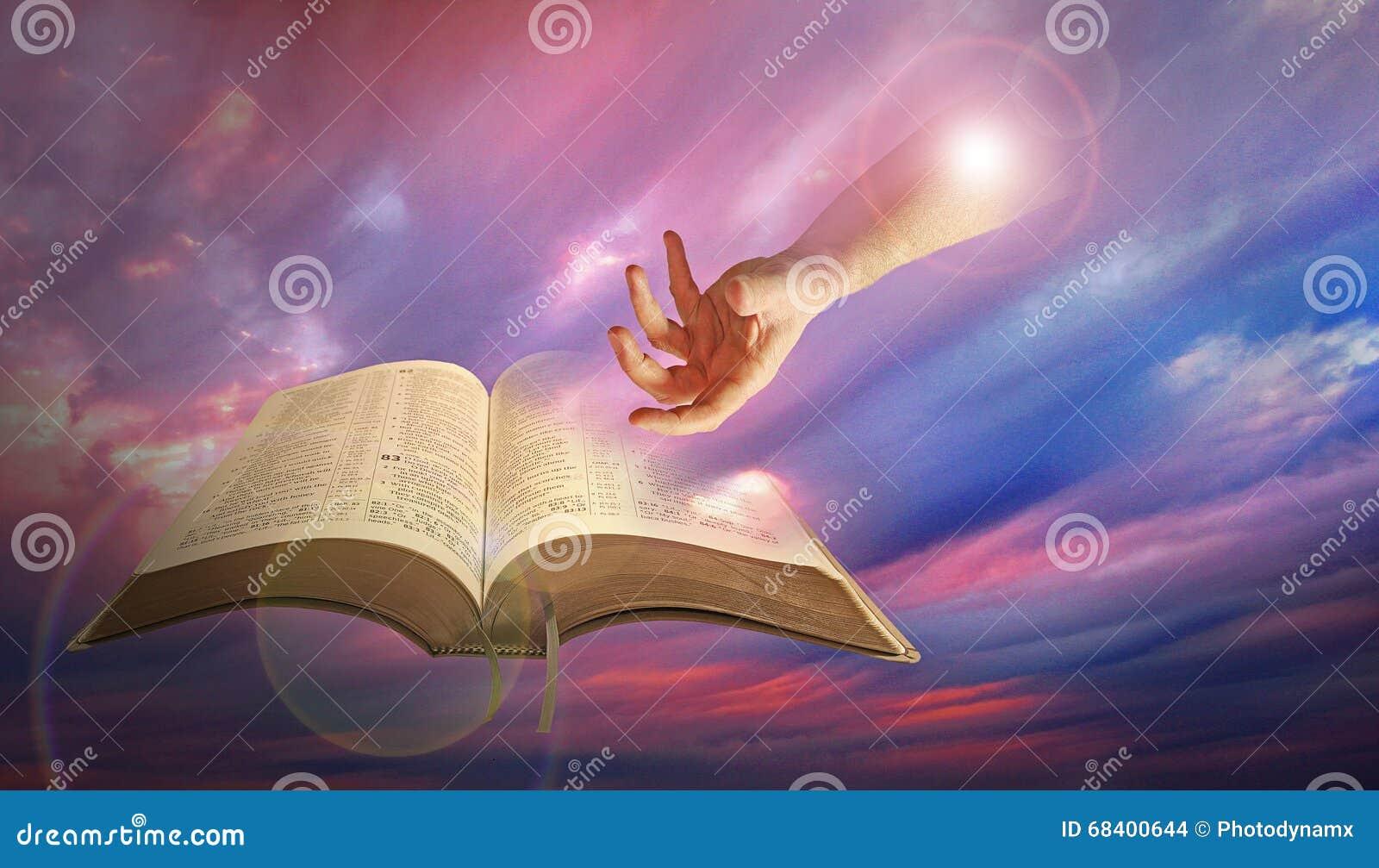 Mão divina do deus com a Bíblia