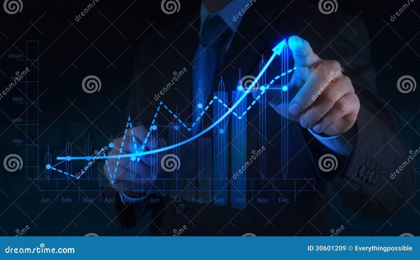 Mão do homem de negócios que trabalha com o computador moderno novo e o negócio s