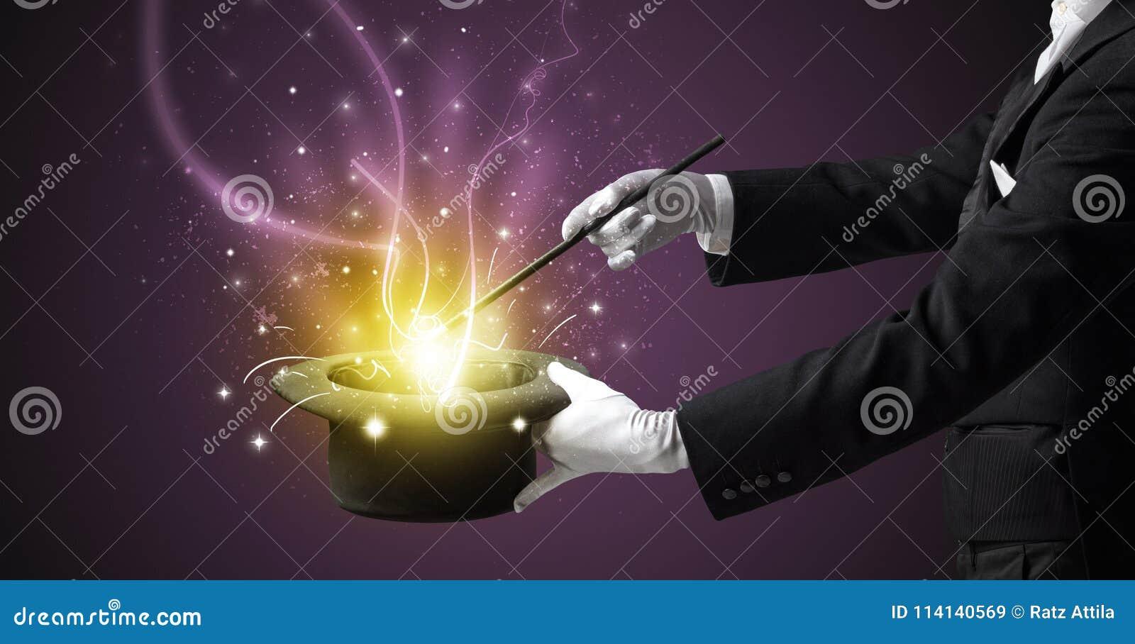 A mão do mágico conjura o milagre do cilindro