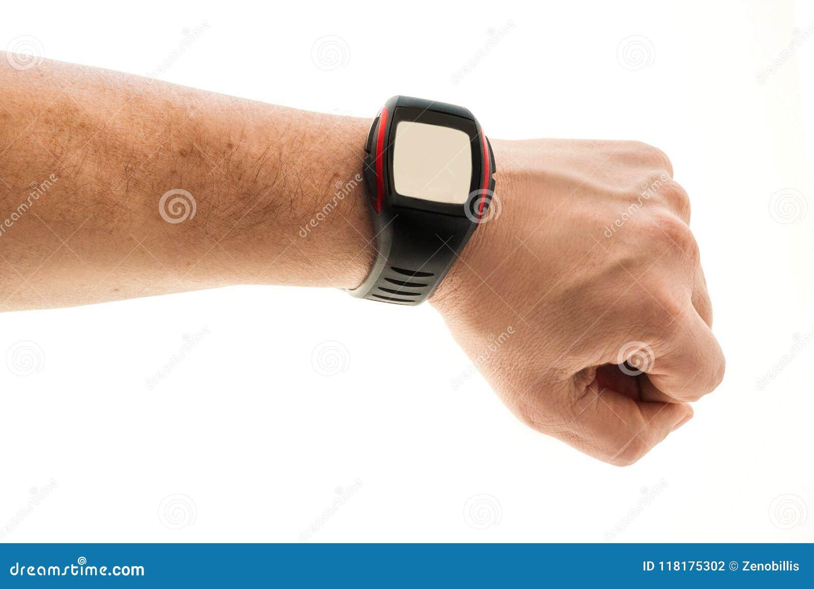 Mão do ` s dos homens com o relógio esperto no fundo branco Conceito ativo do lazer