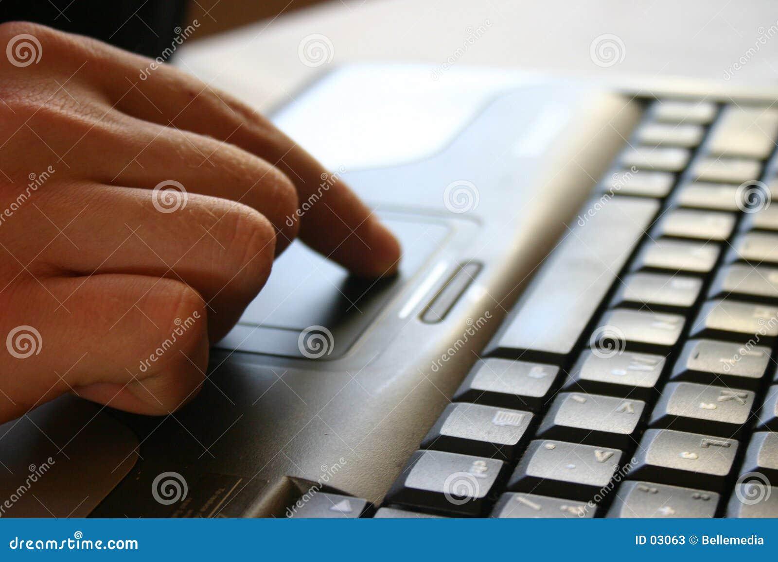 Mão e teclado