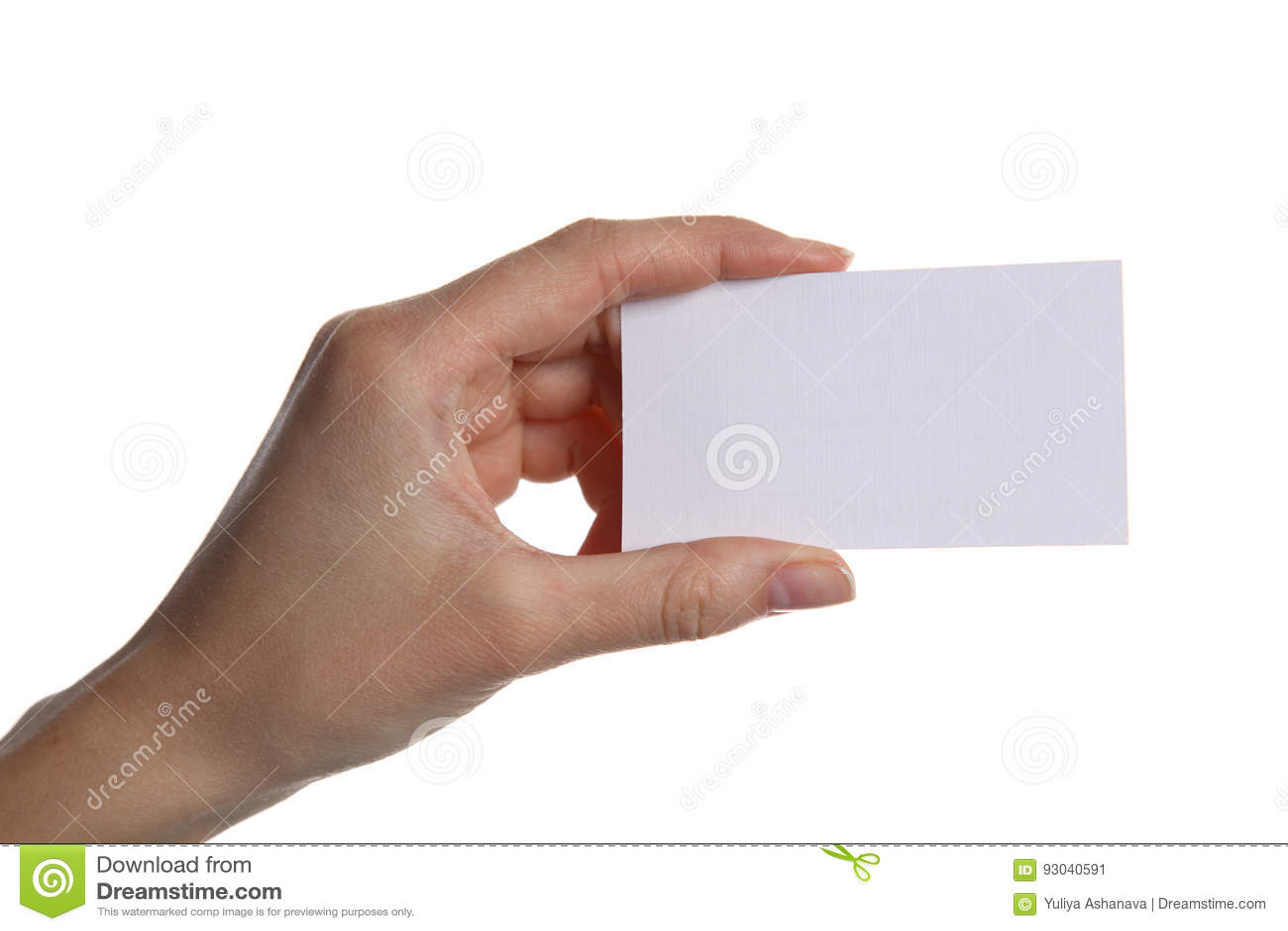 Mão fêmea que guarda um cartão vazio, isolado no fundo branco