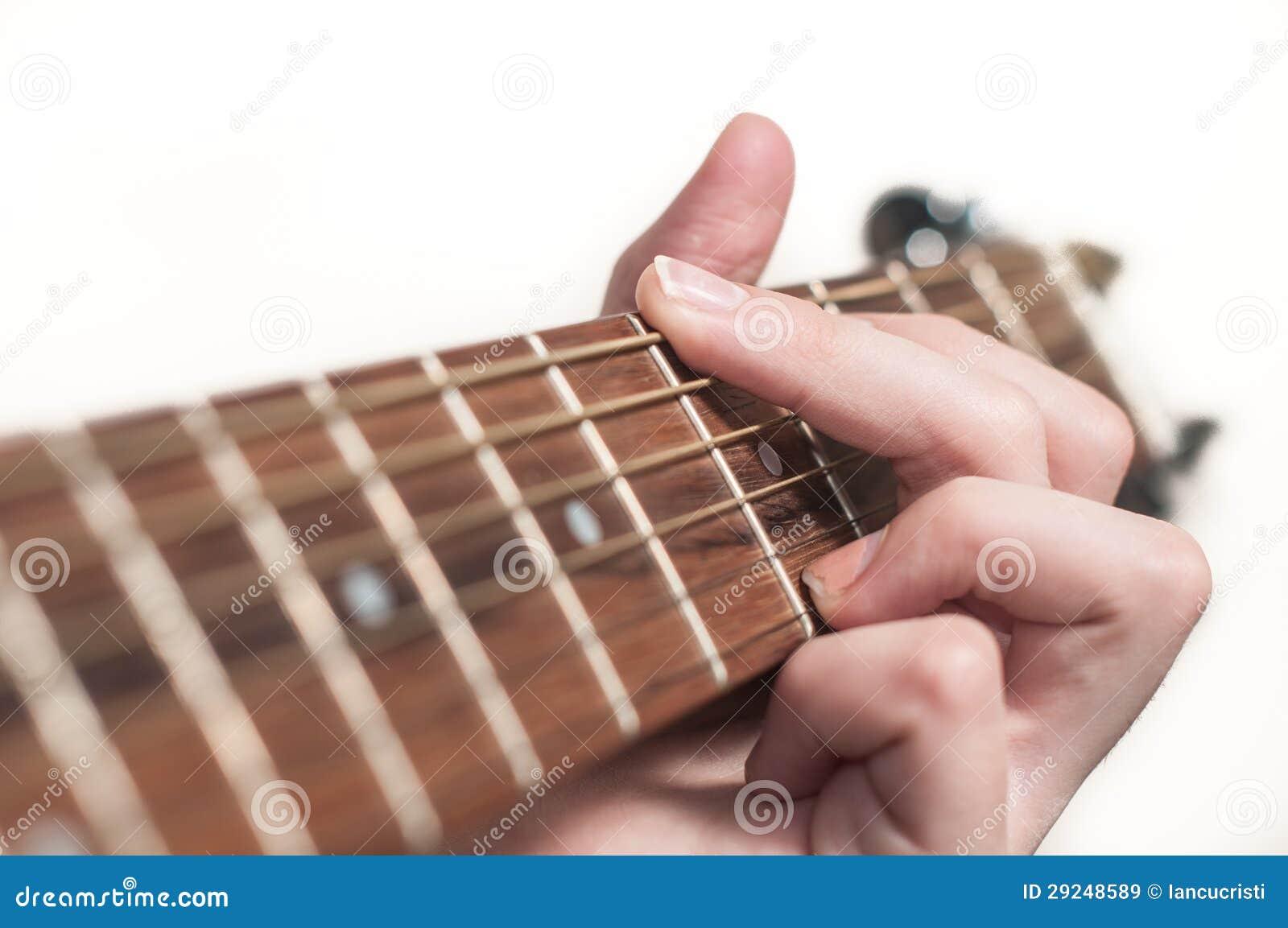 Download Mão Fêmea Que Joga A Guitarra Acústica Imagem de Stock - Imagem de macro, velho: 29248589