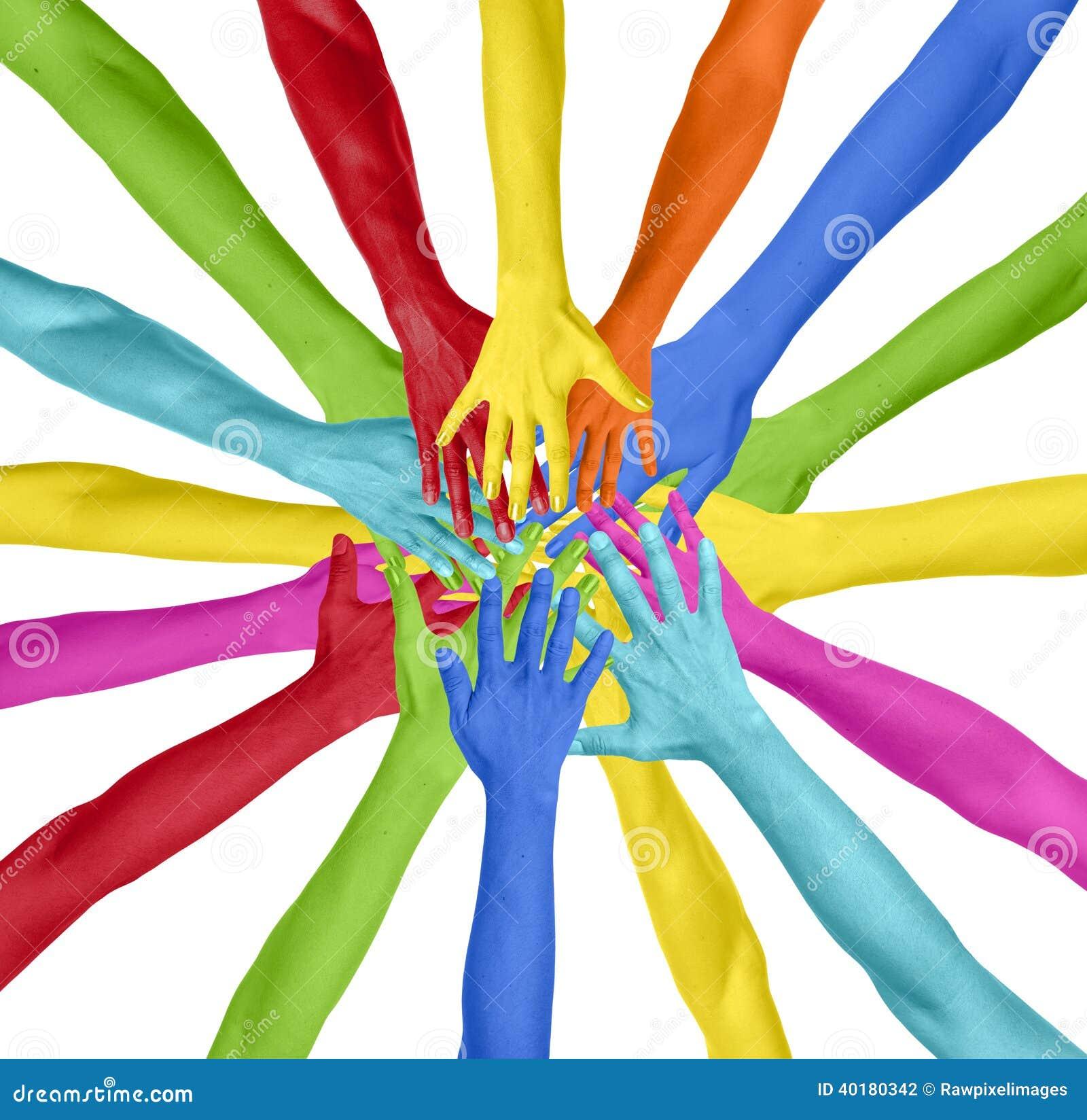 Mãos coloridas conectadas em um círculo
