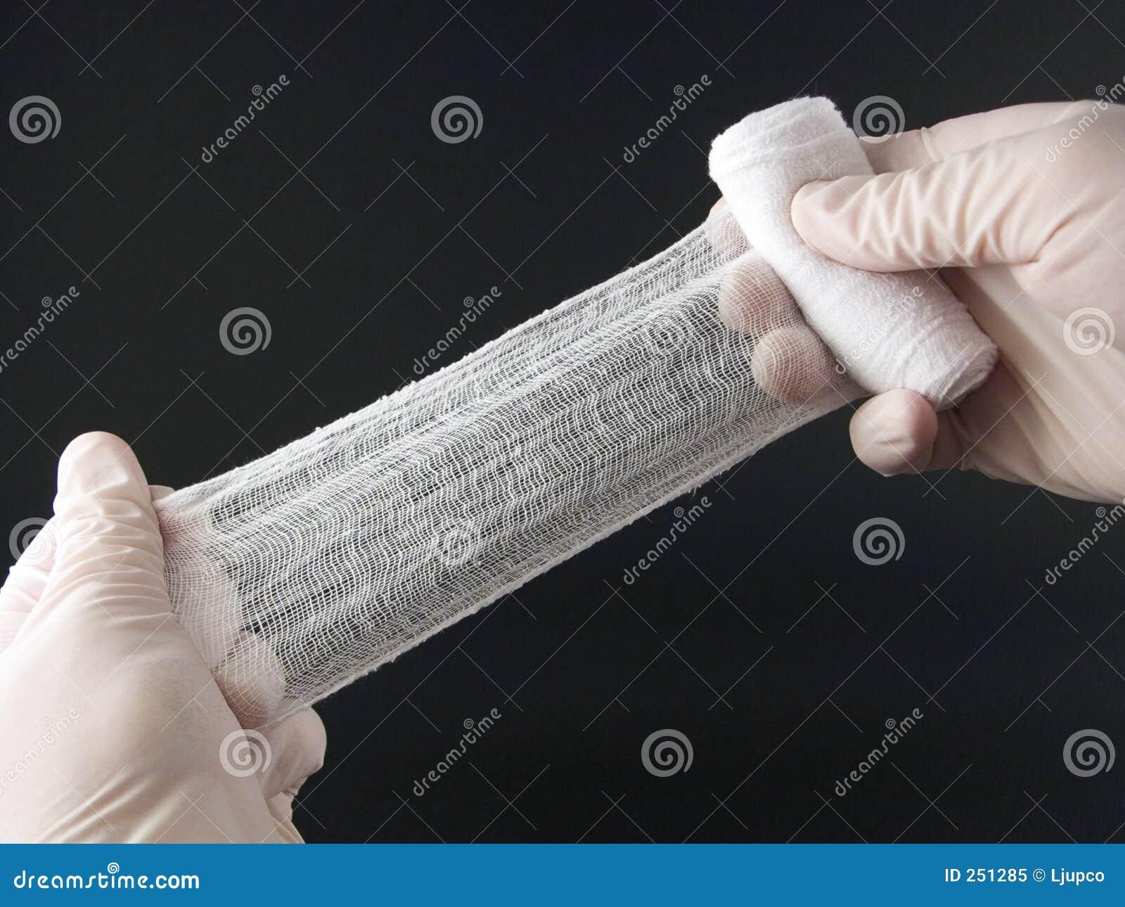 Mãos com atadura