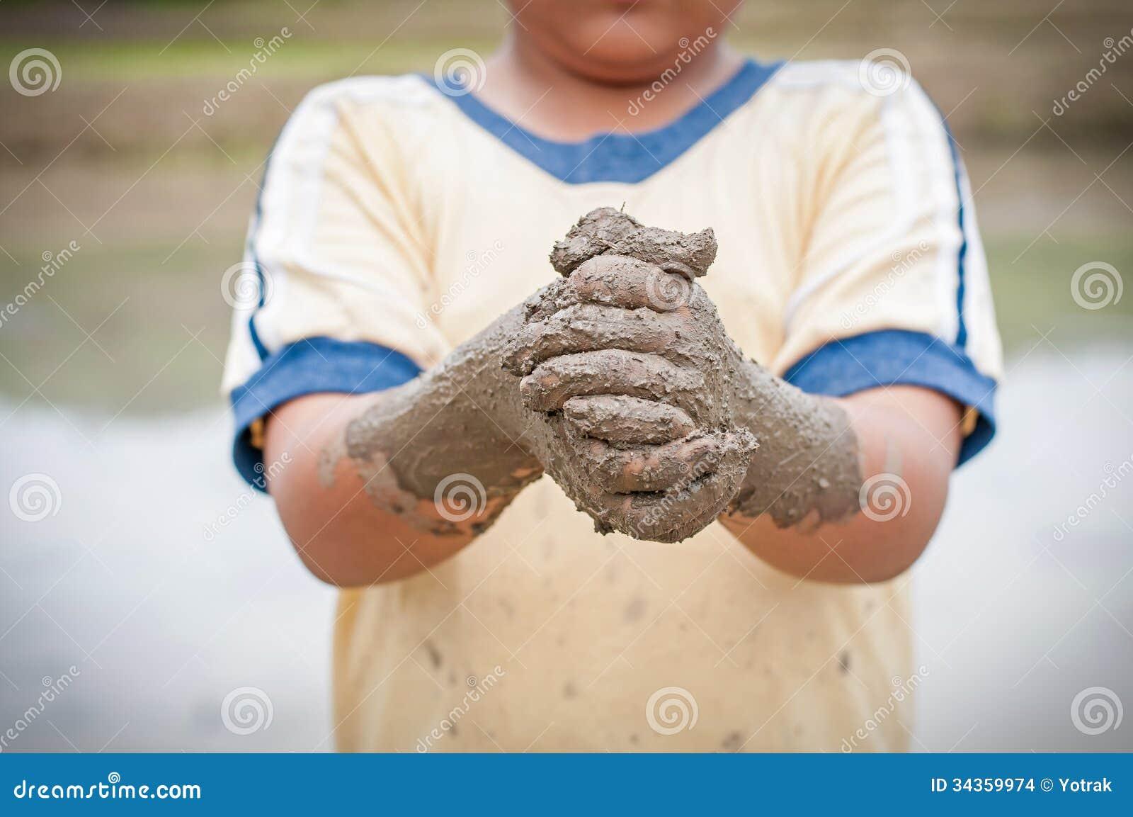 Mãos do menino