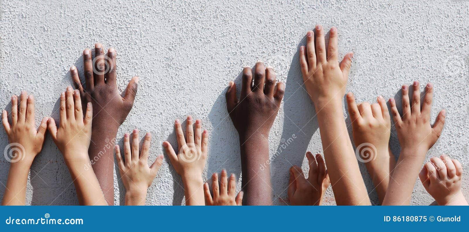 Mãos do `s das crianças