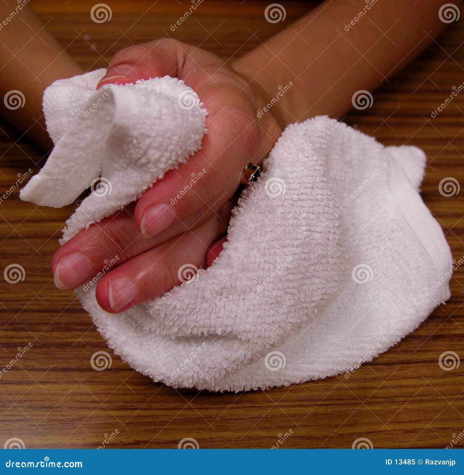 Mãos e toalha
