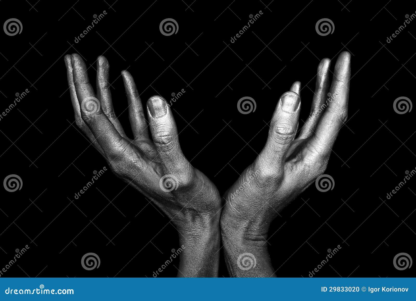 Mãos masculinas prateadas