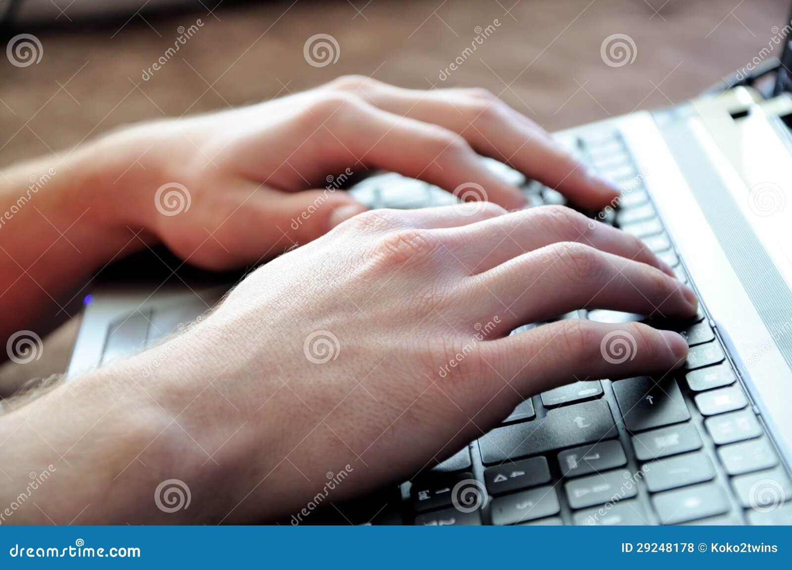 Download Mãos no portátil foto de stock. Imagem de incorporado - 29248178