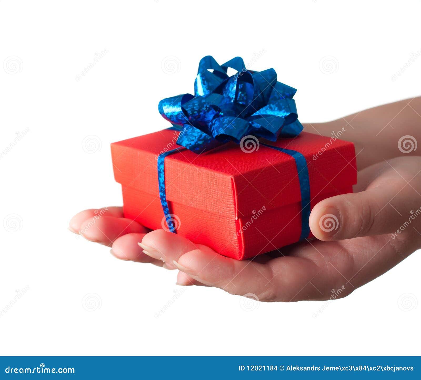 Mãos que dão um presente