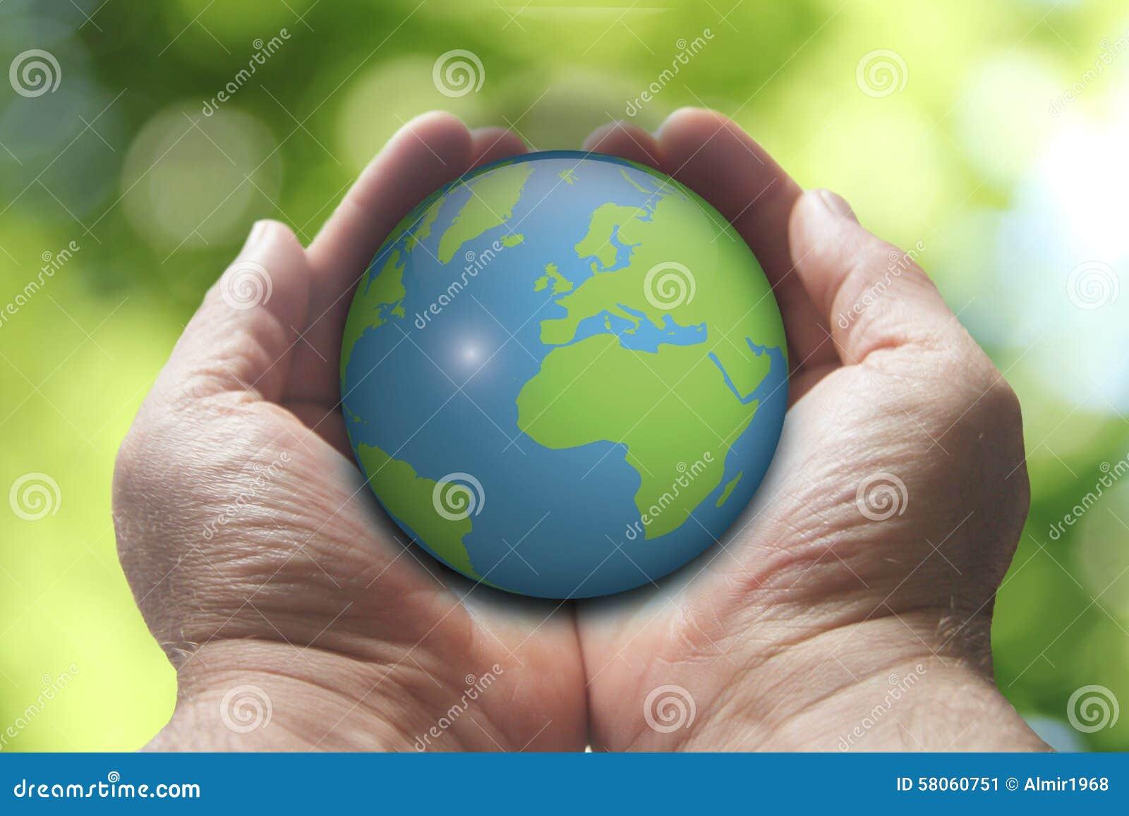 Mãos que guardaram a imagem da definição de earth