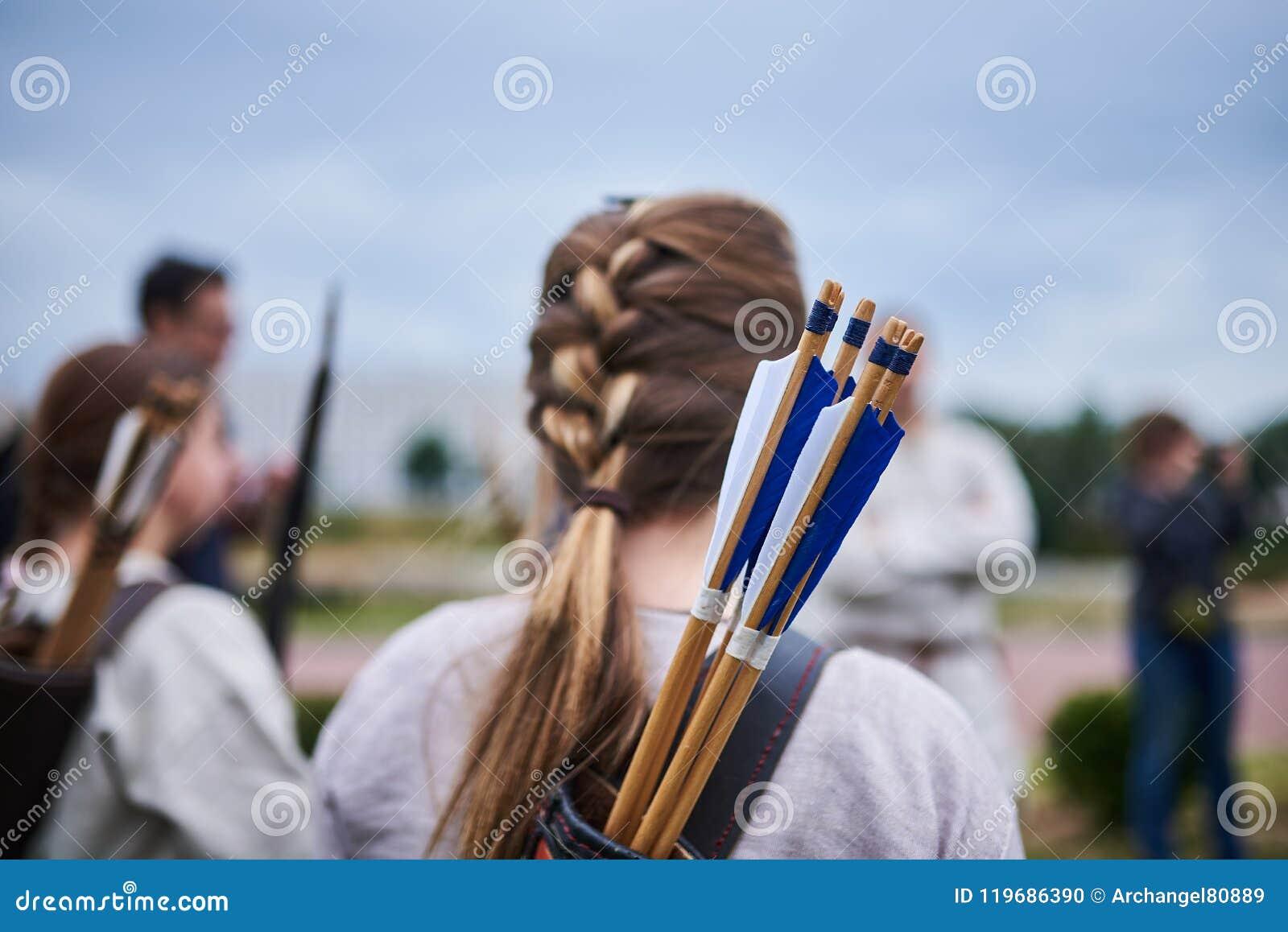 Mädchen Archer von der Rückseite