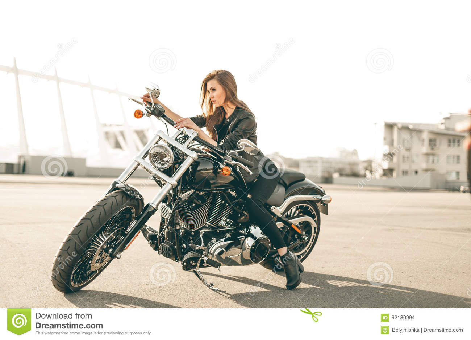 Mädchen auf einem Motorrad