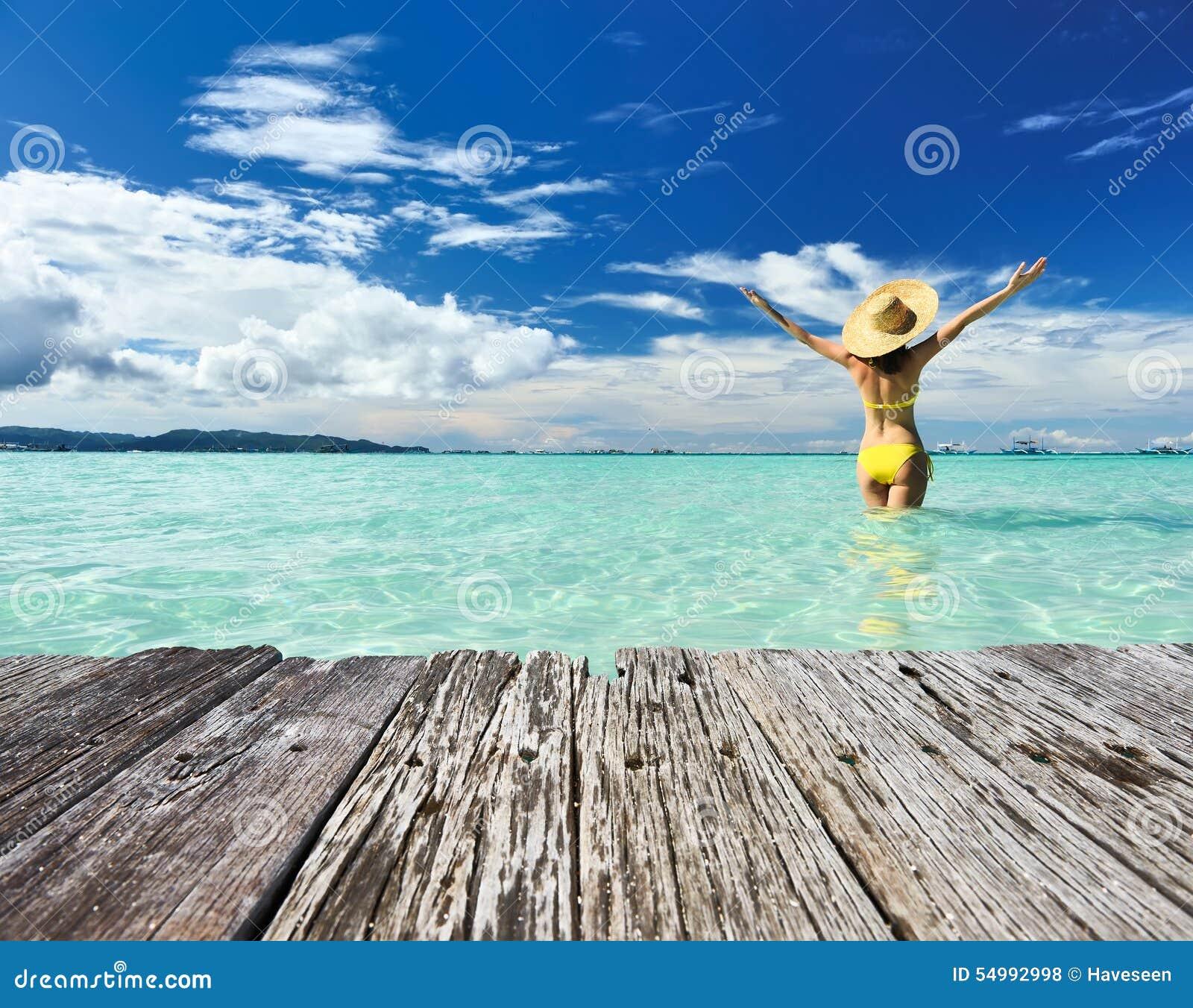 Mädchen auf einem Strand
