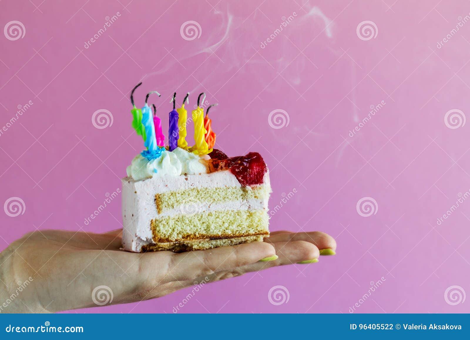 Madchen Das Schonen Appetitanregenden Geburtstagskuchen Mit Vielen