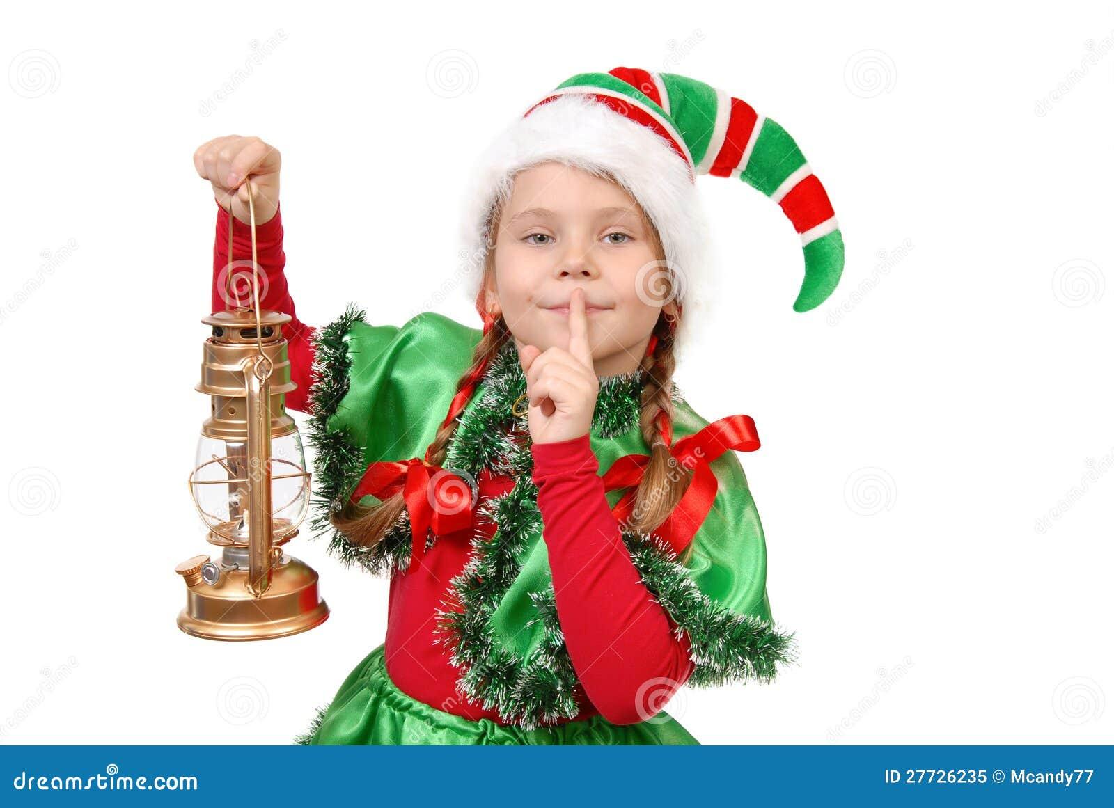 Mädchen in der Klage des Weihnachtselfs mit Schmieröllampe