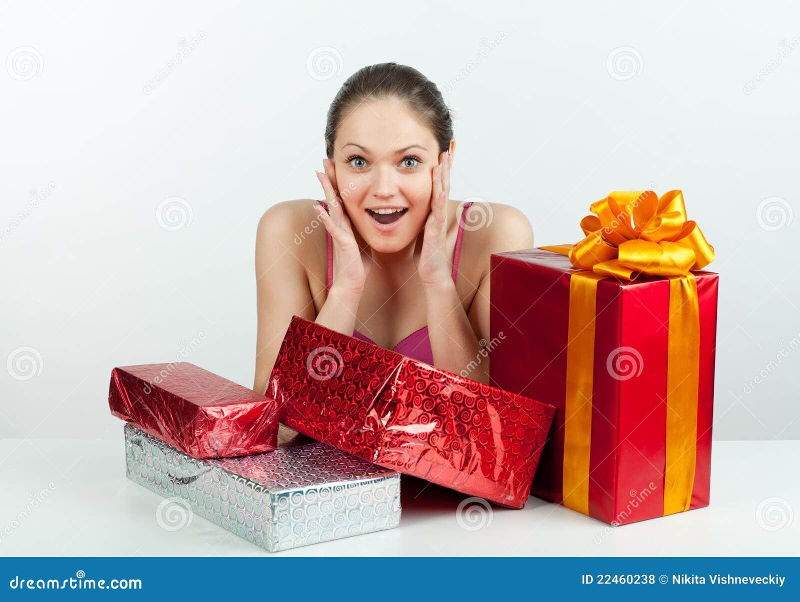 Mädchen mit einem Geschenk
