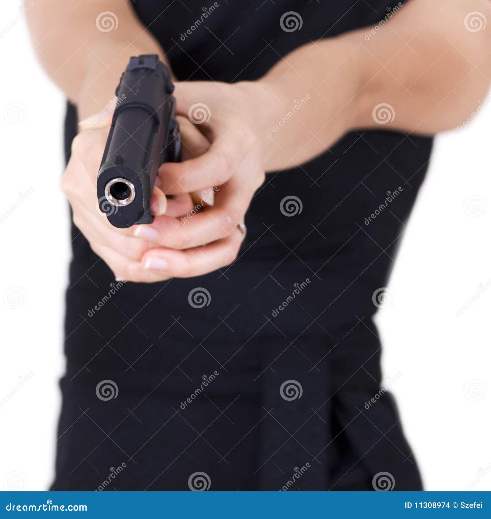 Mädchen mit einer Gewehr.