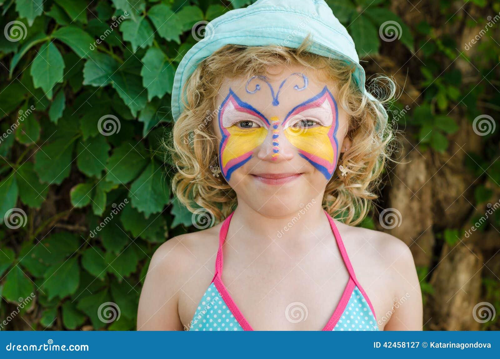 Mädchen mit Gesichtsmalerei