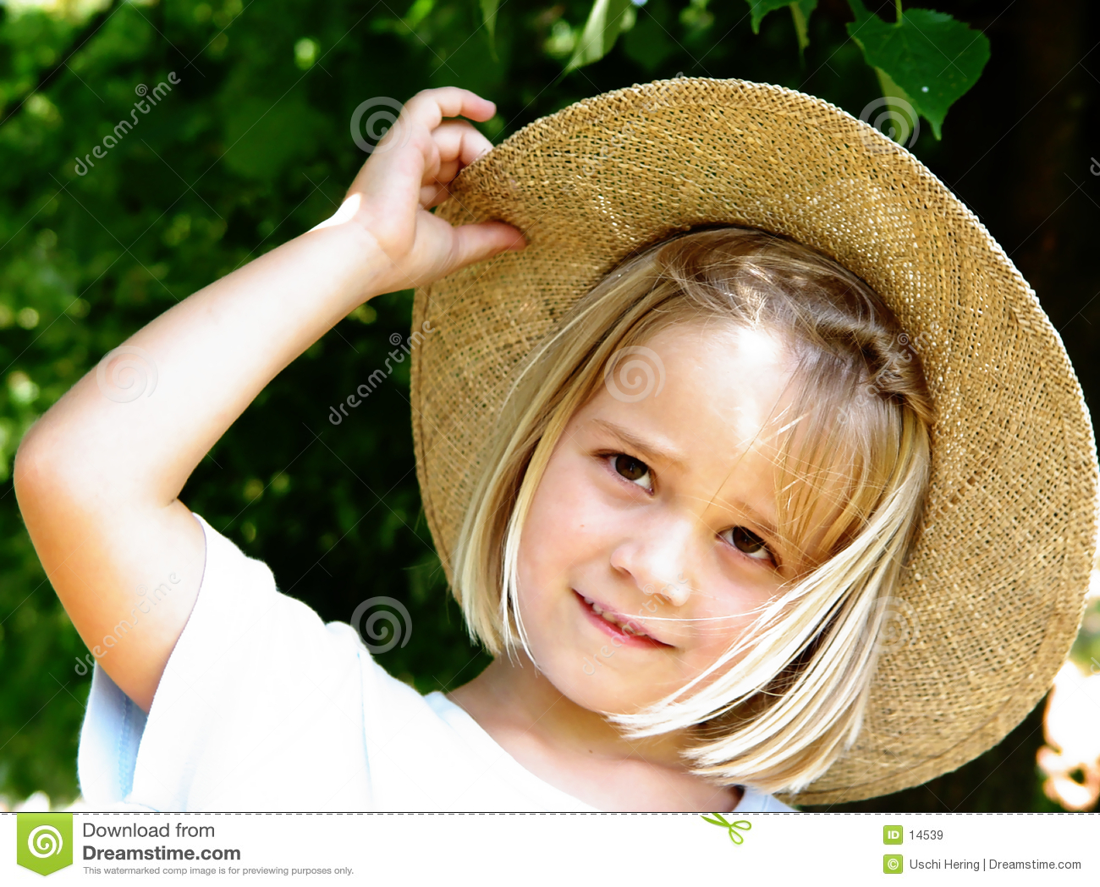 Mädchen mit Strohhut