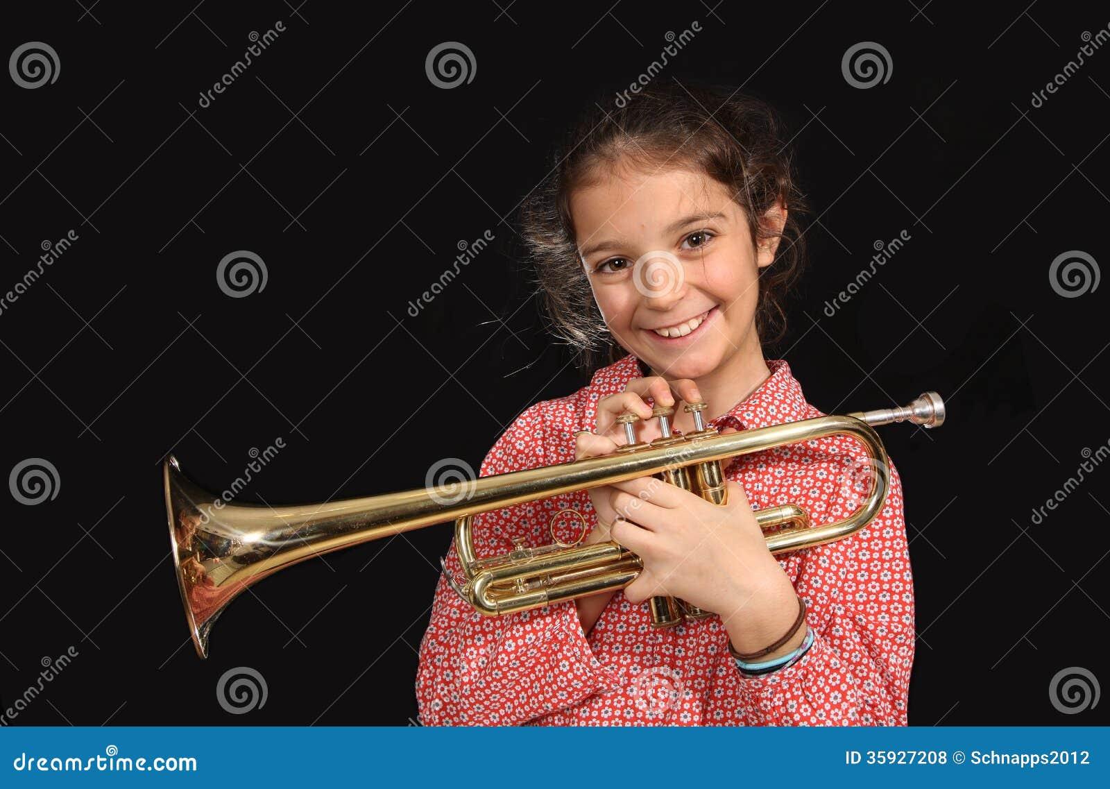 Mädchen mit Trompete
