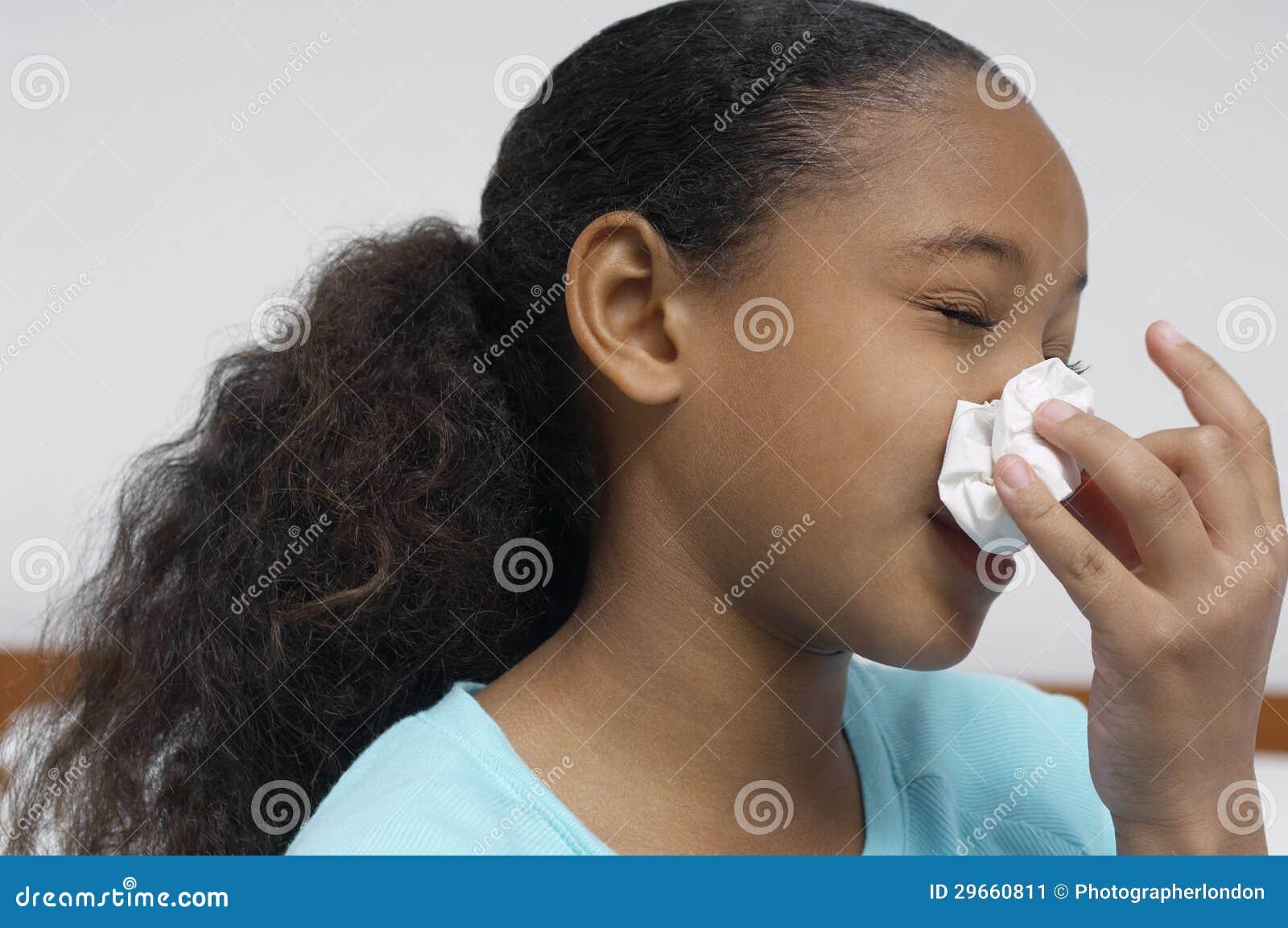 Mädchen-Schlag-Nase