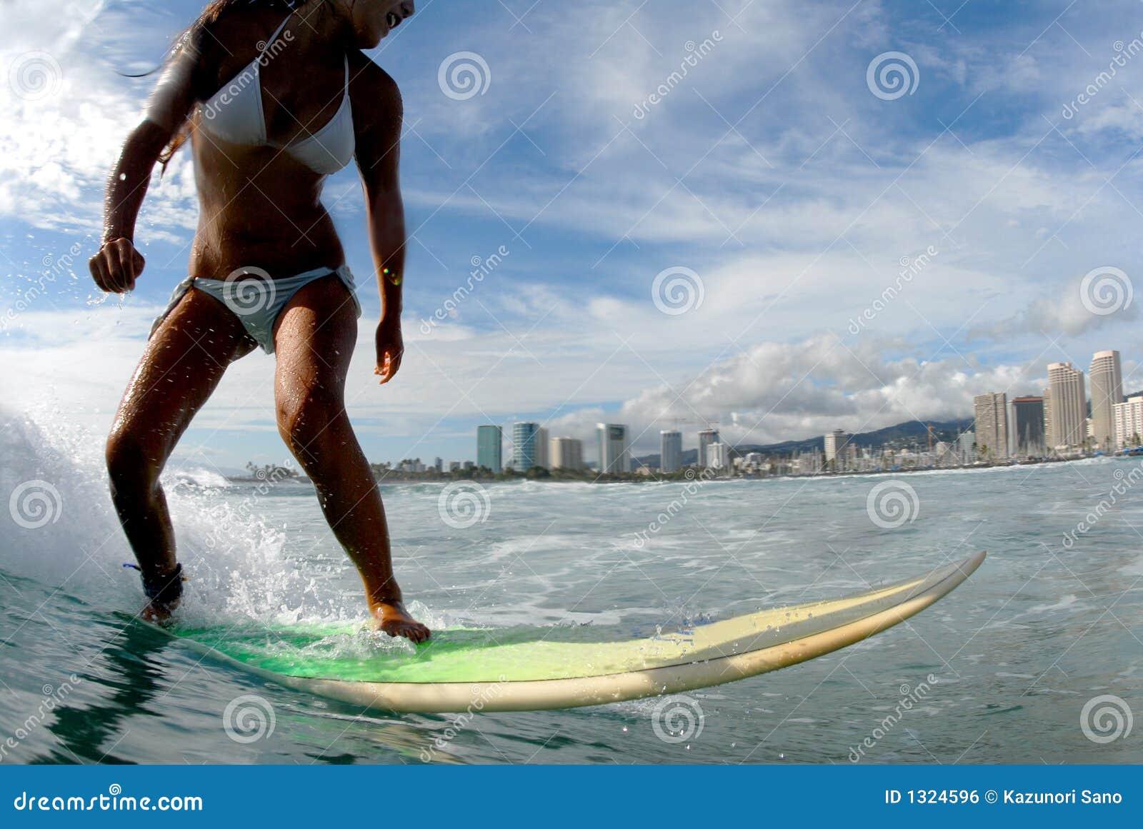 Mädchen-Surfer