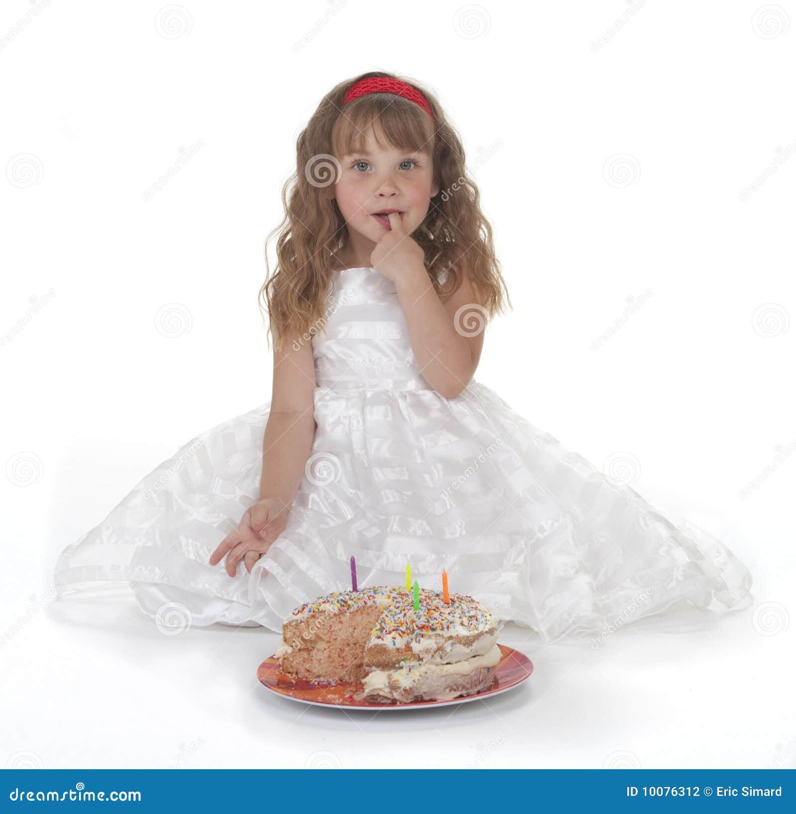 Mädchen und Geburtstag-Kuchen