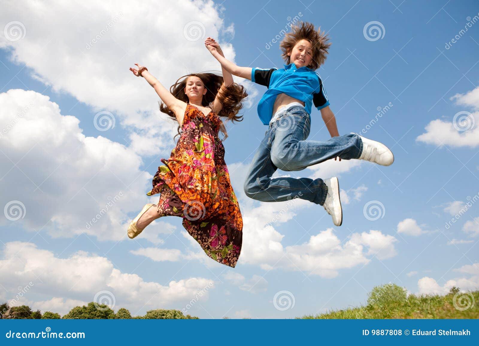 Mädchen- und Jungenspringen