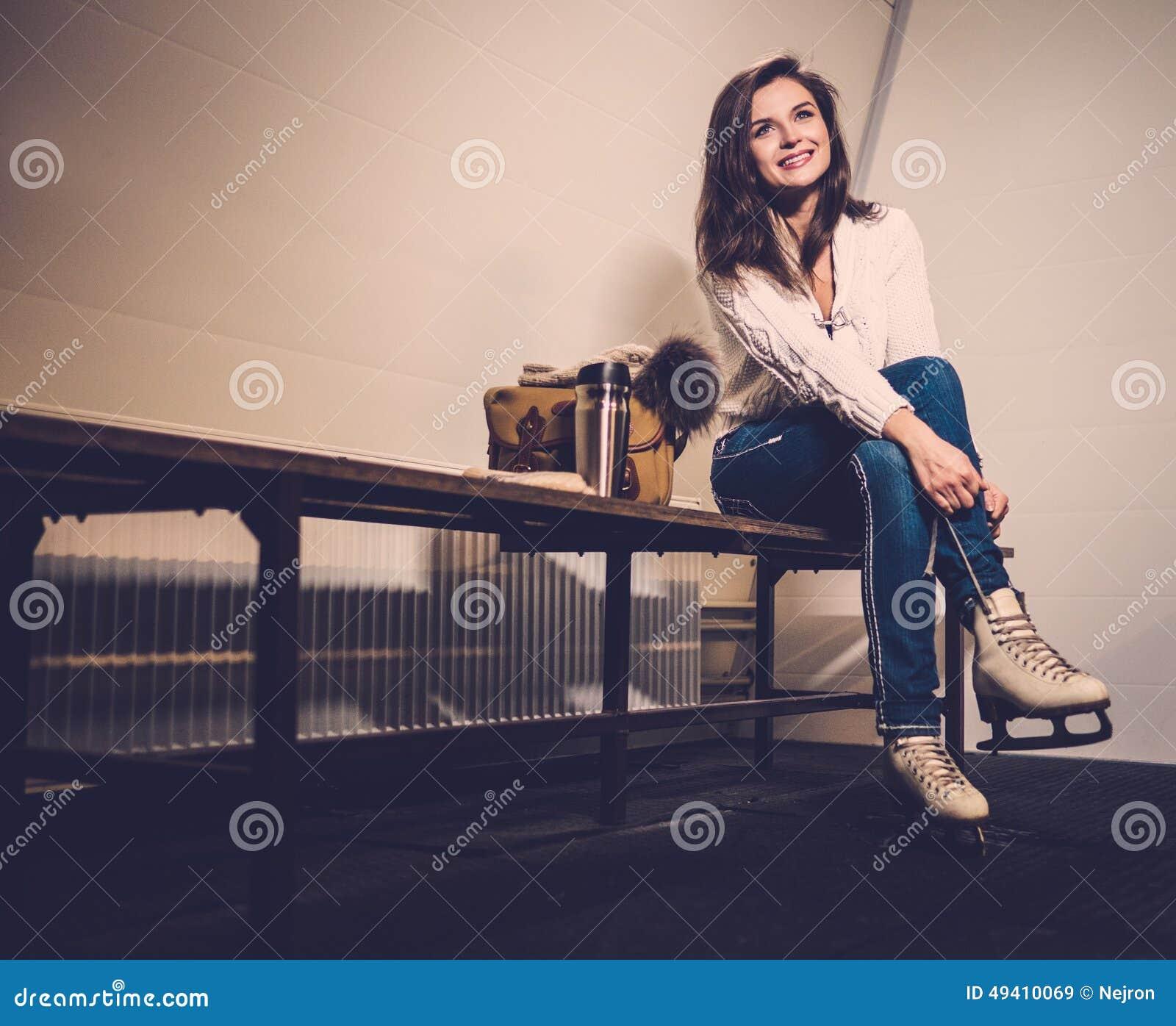 Download Mädchen, Wenn Umkleideraum Schlittschuh Gelaufen Wird Stockbild - Bild von freundin, rochen: 49410069