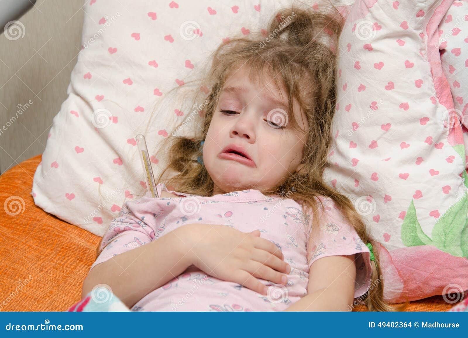 Download Mädchenkranke Mit Drei Jährigen Stockfoto - Bild von kindheit, kinderheilkunde: 49402364