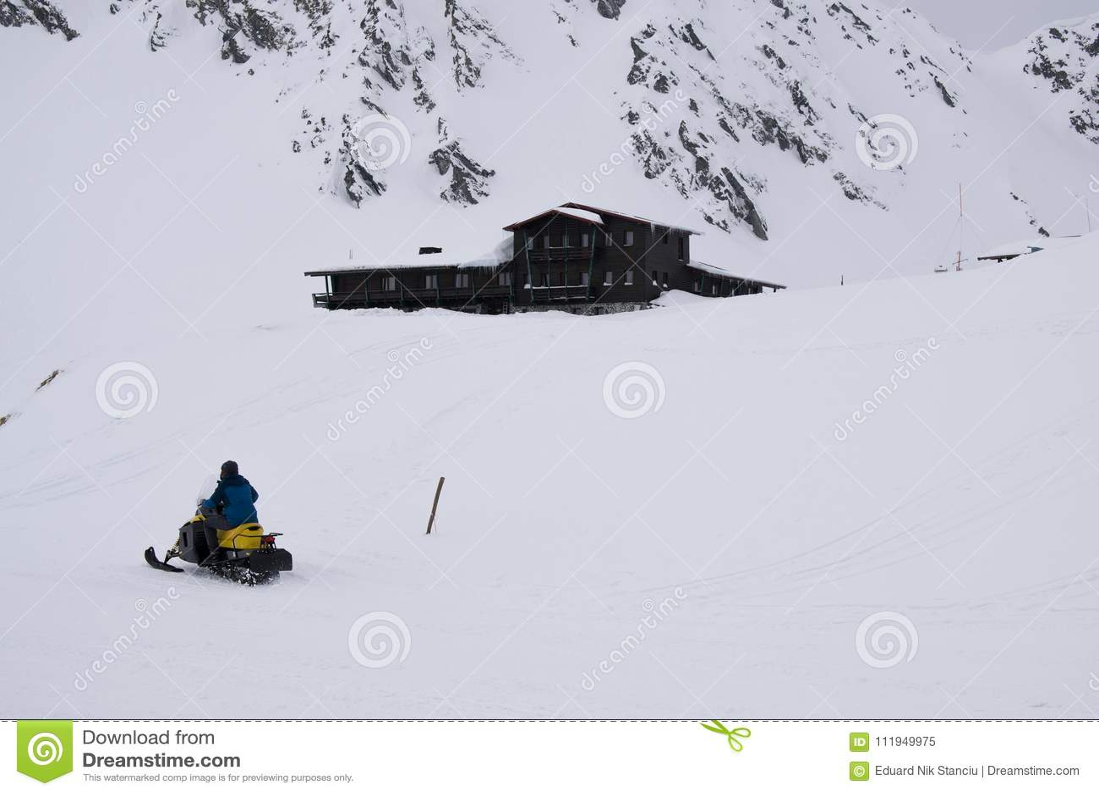 Män som rider snövessla