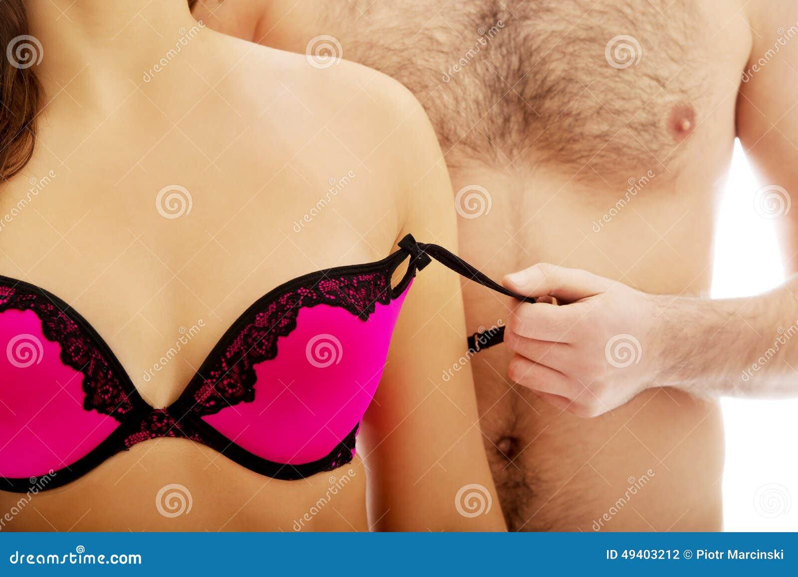 Download Männer, Die Den BH Der Frau Entfernen Stockfoto - Bild von karosserie, zerreißen: 49403212