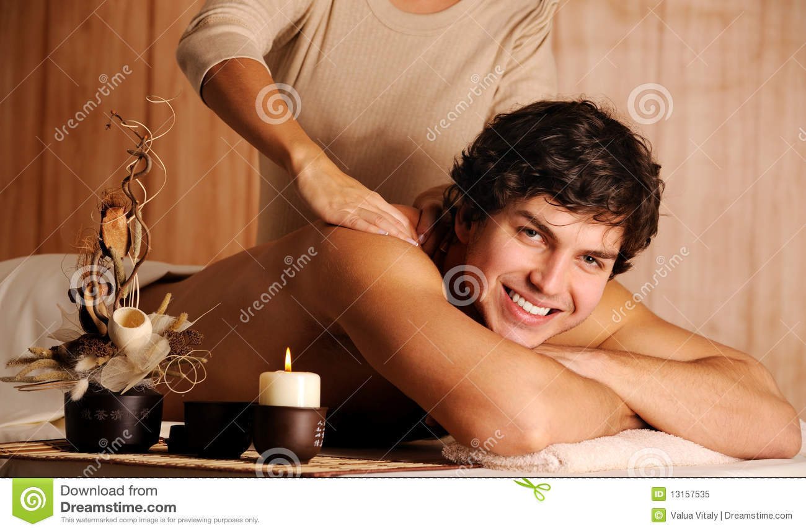 Männliche erhaltene Entspannungmassage